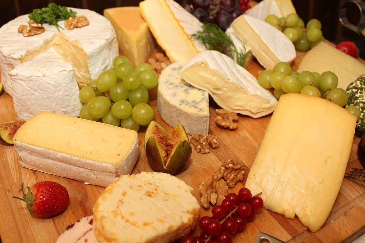 Tabla de quesos con fruta